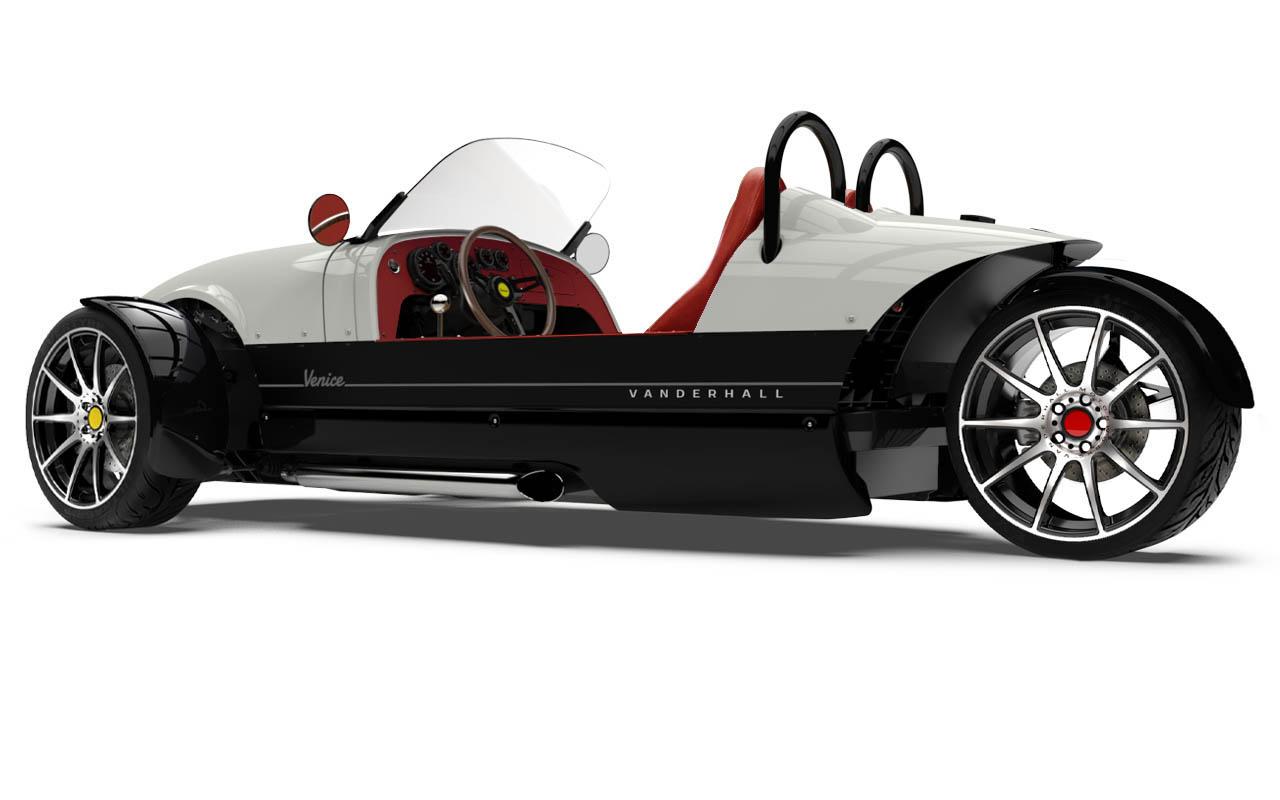 Vanderhall-Venice-side-rear White EU nov machined wheels brembo